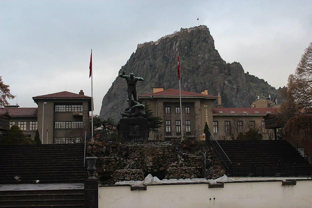 1079px-Cumhuriyet_Meydanı_ve_Utku_Anıtı