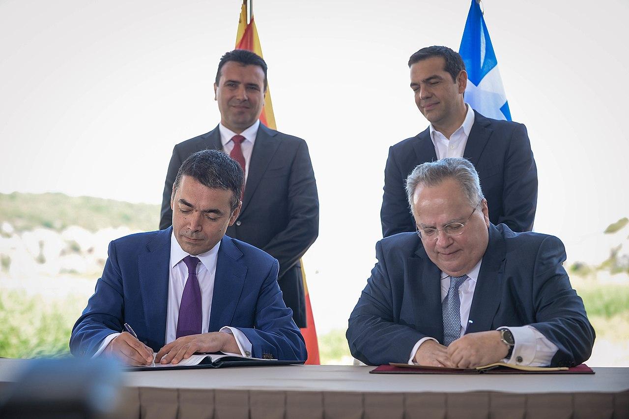 1280px-Потпишување_на_договорот_за_македонско-грчкиот_спор_(17.06.2018,_Преспа)_(42853677381)